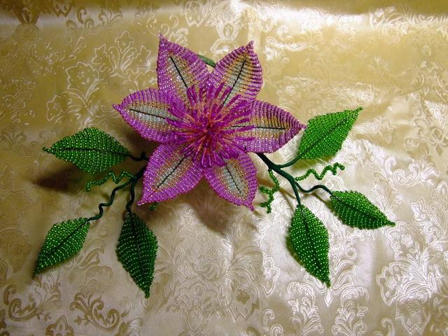 Плетение из бисера фенечки из цветов.